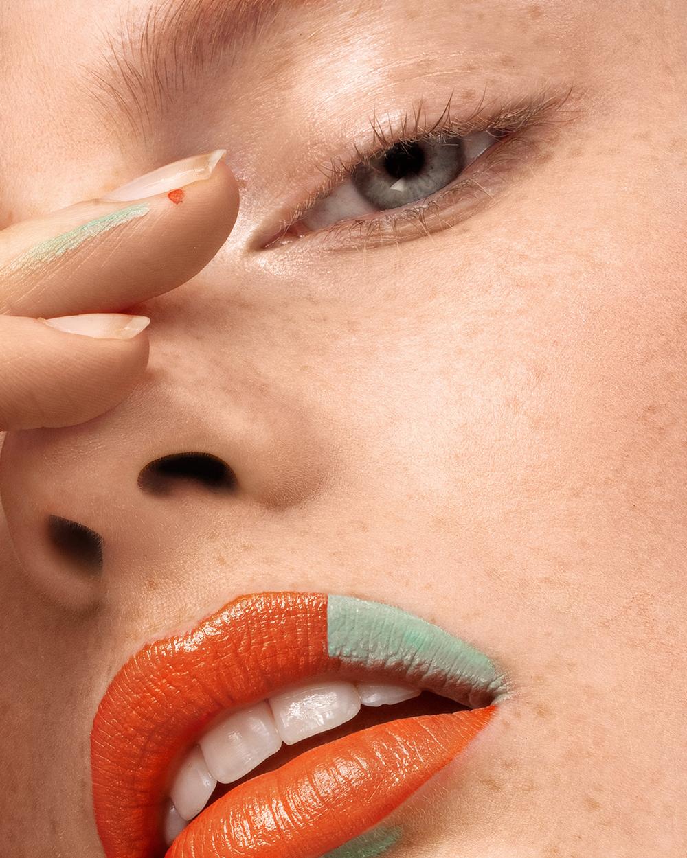 karin van berkel beauty fotografie met oranje lip en groen